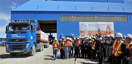 Partenza del primo carico dalla miniera di Oyu Tolgoi.
